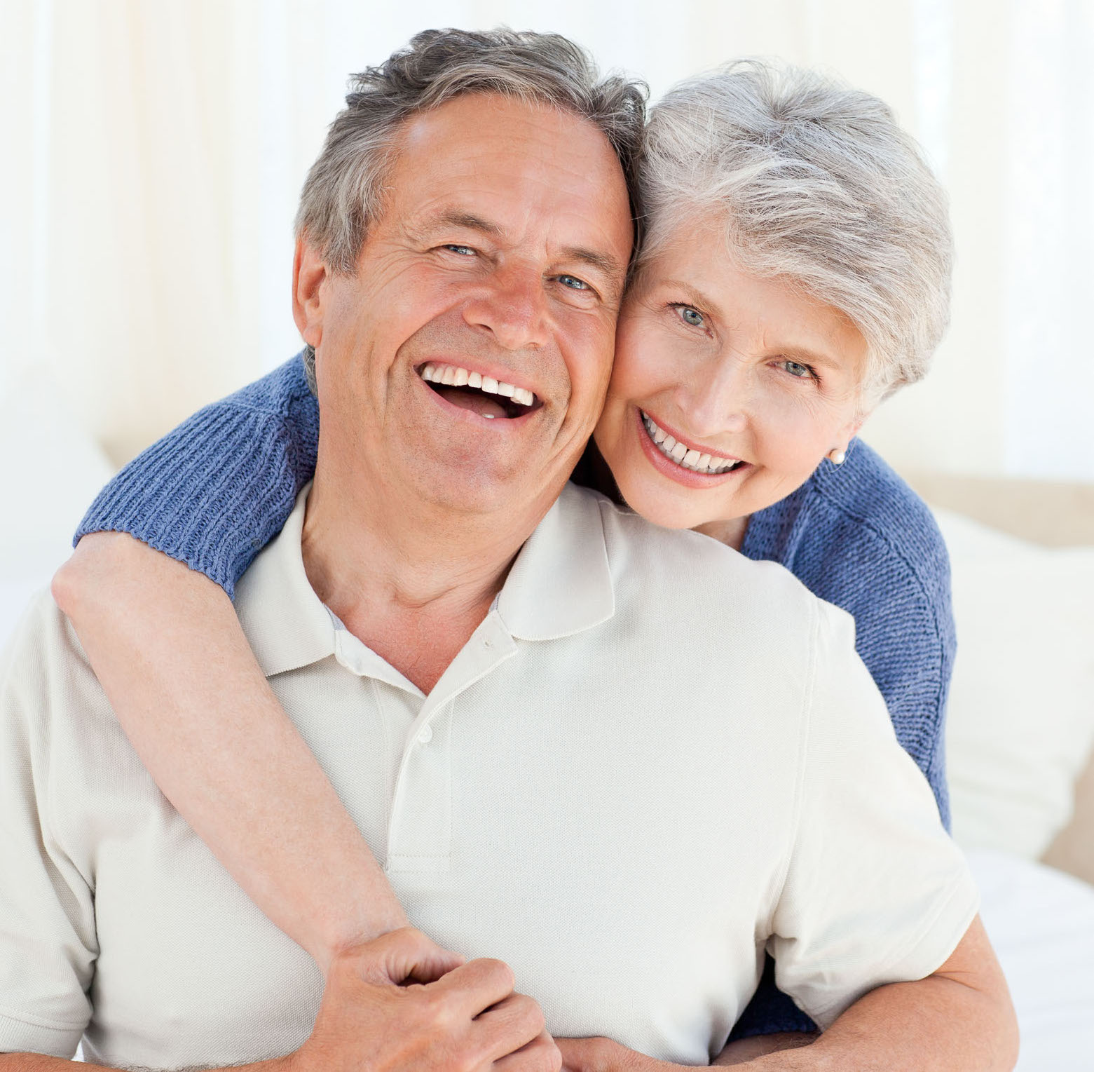 adult couple healthy and smiling at smiletowin.com Zurich